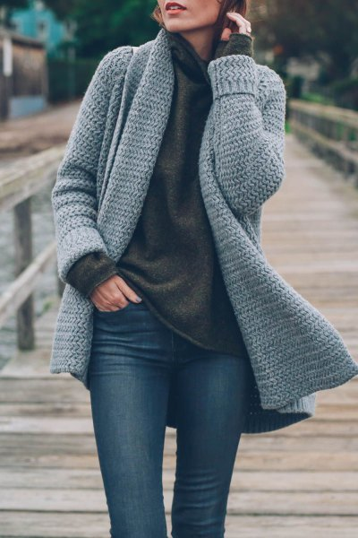 dark grey cowl neck sweater and skinny jeans