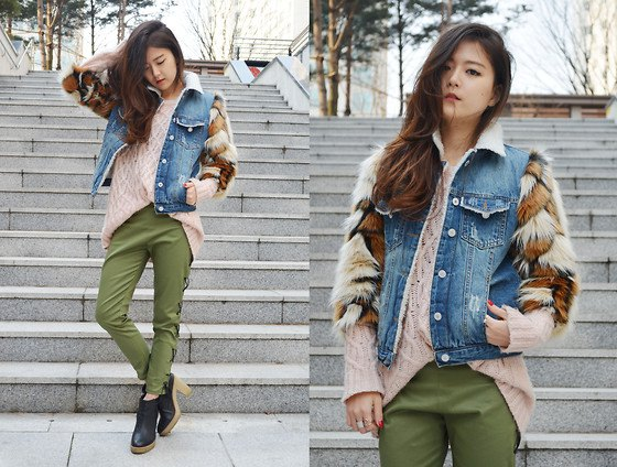 green khaki jeans with oversized blush sweater and blue denim jacket