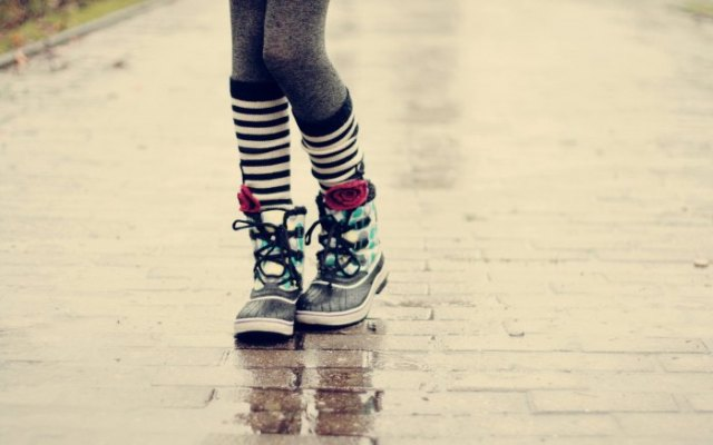 grey leggings and black and white striped mid calf socks