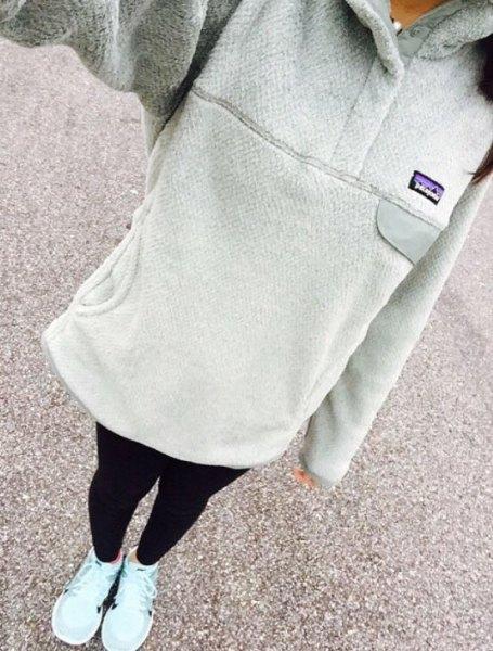 grey long hoodie with black leggings and white sneakers