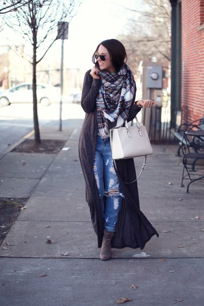 grey maxi sweater with plaid scarf and boyfriend jeans