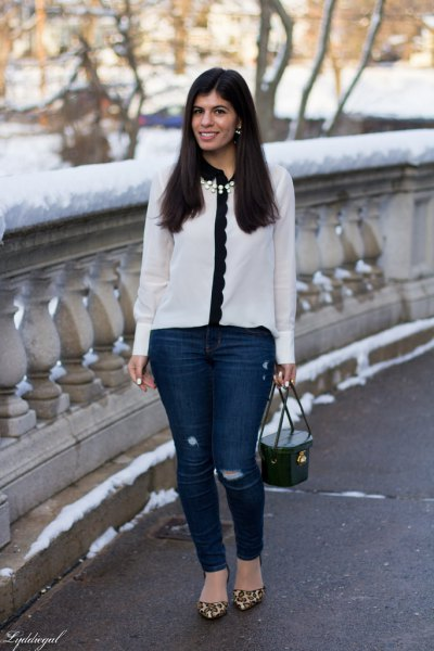 white and black chiffon scalloped shirt with dark blue skinny jeans
