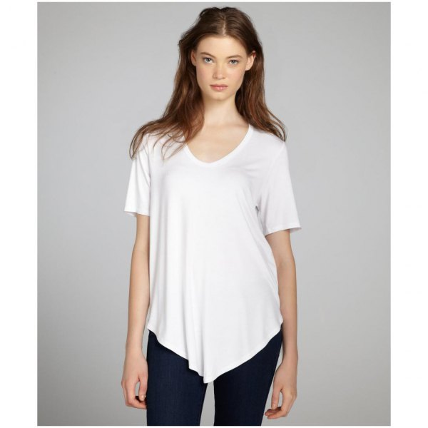white asymmetric t shirt with black skinny jeans