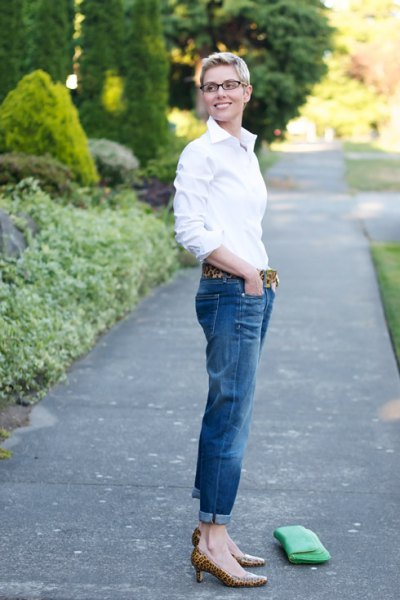 white button up shirt with cuffed jeans and kitten heels