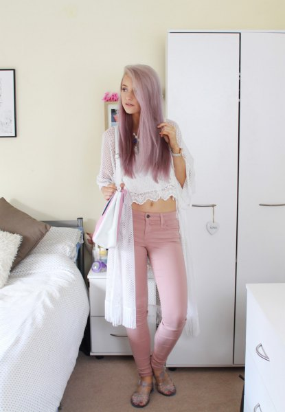 white chiffon and lace cropped top with pink skinny jeans