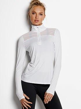 white half zips sweatshirt with black skinny jeans