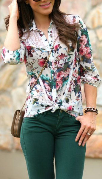 white knotted floral blouse with dark grey skinny jeans