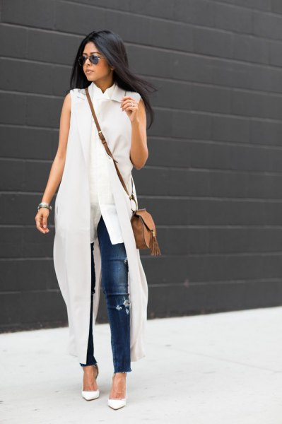 white maxi trench coat with ripped skinny jeans