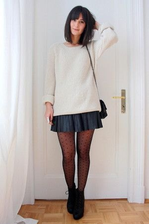 white ribbed chunky knit sweater with navy mini pleated skirt