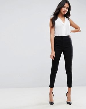 white v neck sleeveless blouse with black skinny fit cropped pants