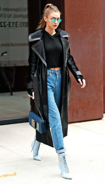 black cropped fitted sweater and cuffed mom jeans