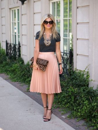 black fitted t shirt with pink high waisted midi pleated skirt