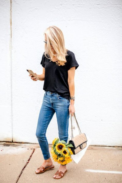 7810f5b0 How to Wear Black T Shirt: 15 Simple & Attractive Outfits for Ladies ...
