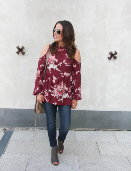 green cold shoulder floral printed blouse with grey open toe suede boots