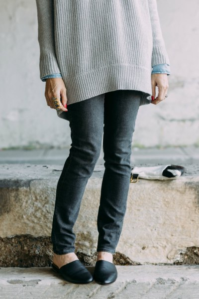 oversized ribbed sweater with grey skinny jeans