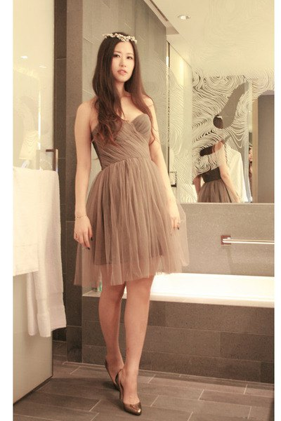 strapless tulle midi flared dress with bronze heels