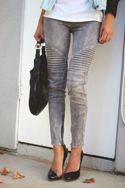 white t shirt with grey skinny jeans and black heels