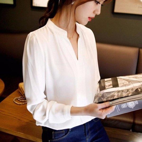 white v neck shirt with blue skinny jeans
