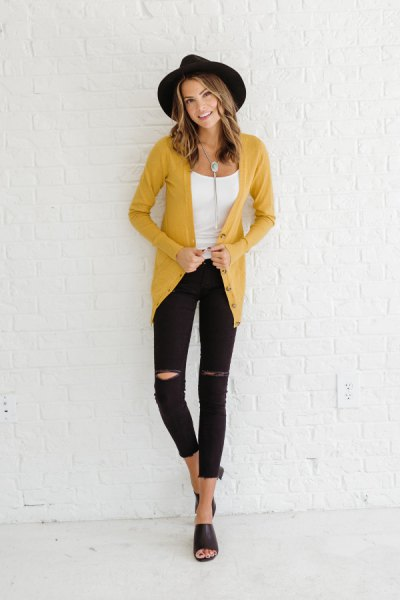 yellow cardigan with black felt hat and cropped skinny jeans