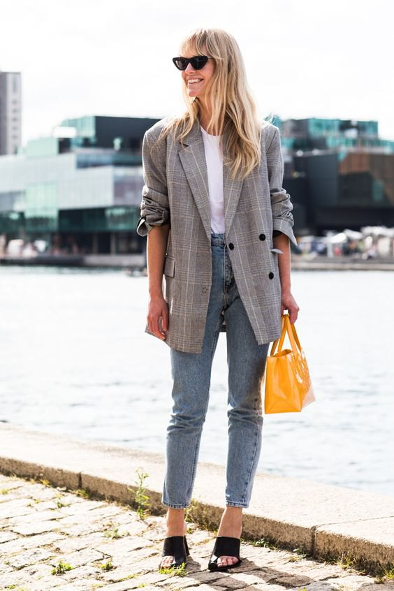 c43d1622ed 15 Stylish   Unisex Check Blazer Outfit Ideas for Women - FMag.com