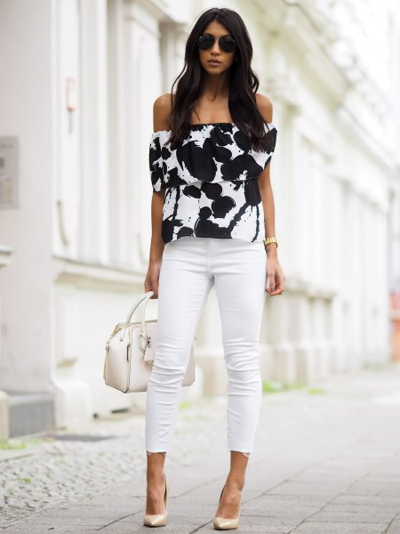 black and white off the shoulder printed top with ankle skinny jeans