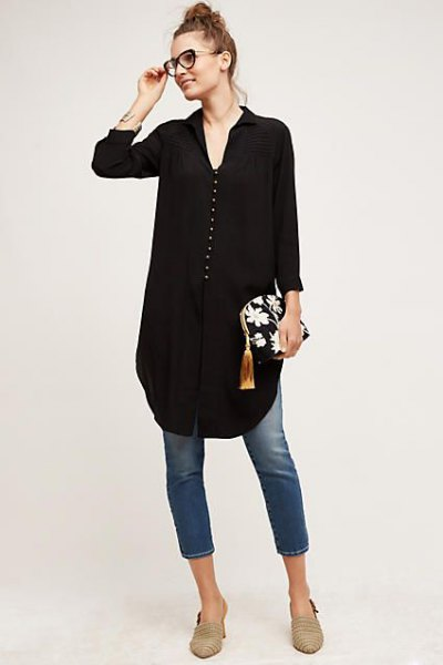 black button front v neck tunic blouse with cropped skinny jeans