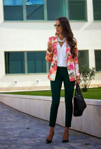 blush pink blazer with white linen button up shirt and black ankle jeans