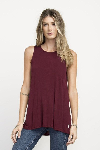 burgundy tunic tank top with greyish blue skinny jeans