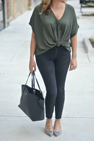 dark grey v neck knotted top with black skinny jeans