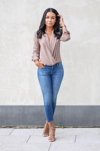 grey chiffon long sleeve twist front v neck top with blue jeans