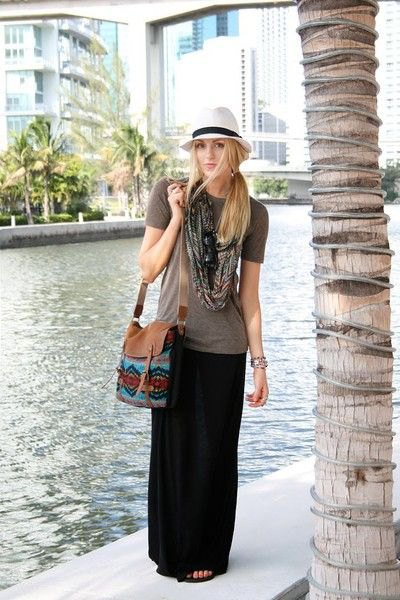 grey t shirt with black maxi travel skirt