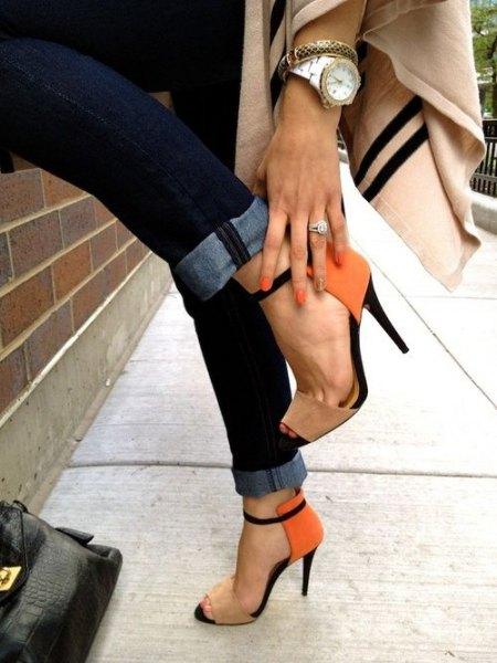 ivory wool blanket scarf with dark skinny jeans and orange heels