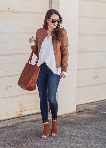 leather jacket with white v neck blouse and open toe camel boots