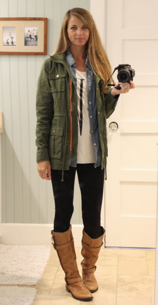 olive trench jacket with chambray shirt and leggings