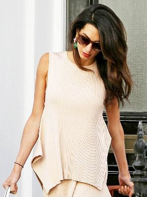 pale pink ribbed relaxed fit sweater with matching skirt