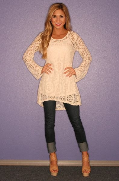 pale yellow bell sleeve lace tunic top with cuffed skinny jeans