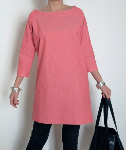 pink three quarter sleeve cotton tunic with black skinny jeans