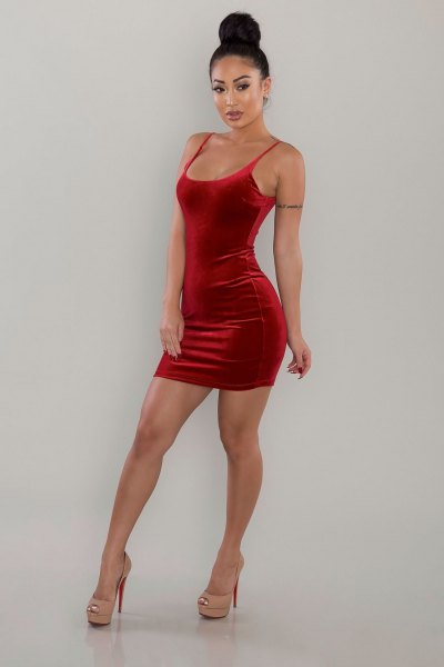 red scoop neck velvet bodycon dress