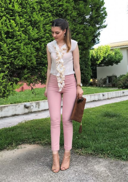 white cap sleeve shirt with blush skinny ankle jeans