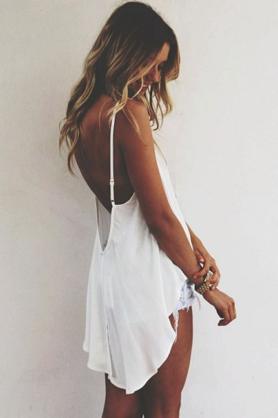 white flowy backless high low tank top with denim shorts