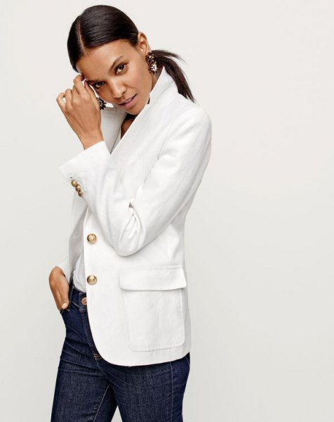 white linen blazer with dark blue skinny jeans