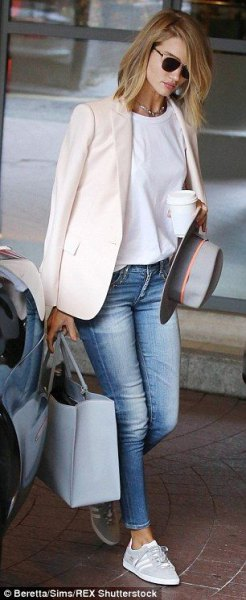 white relaxed blazer with white tee and light blue ankle skinny jeans
