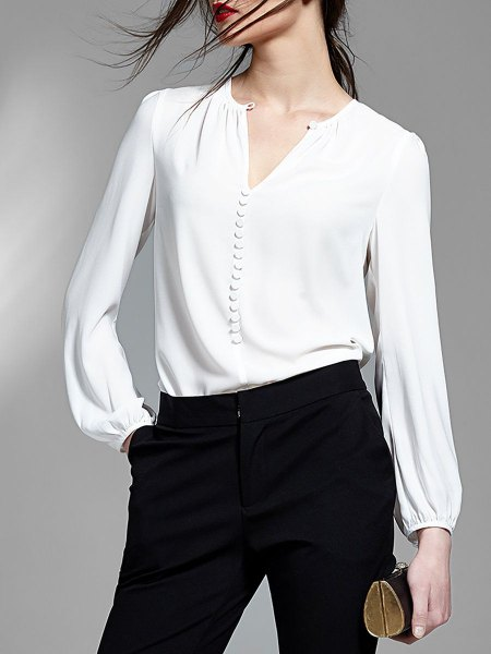 white v neck blouse with black high rise skinny jeans