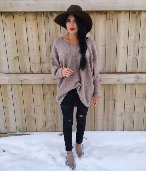 black floppy hat with grey oversized sweater and ripped black jeans