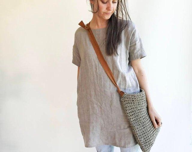 grey linen tunic top with light blue skinny jeans