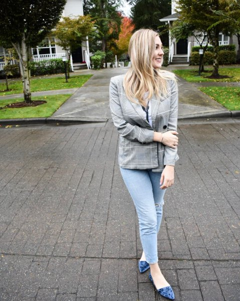 grey plaid blazer with skinny jeans and purple velvet ballet flats