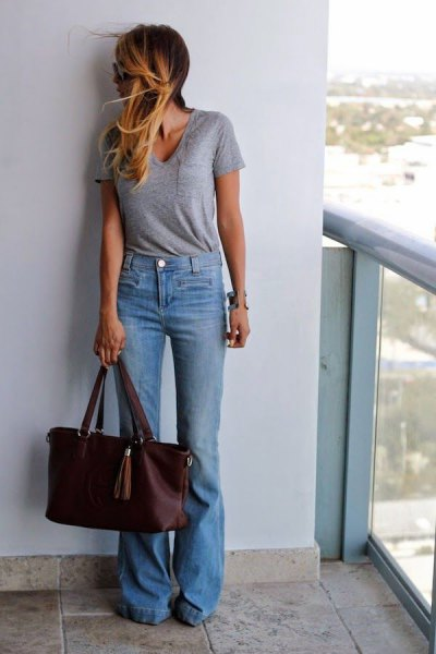 grey scoop neck tee with light blue jeans
