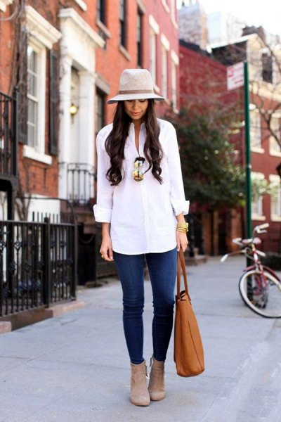 white button up shirt with blue jeans and grey felt hat