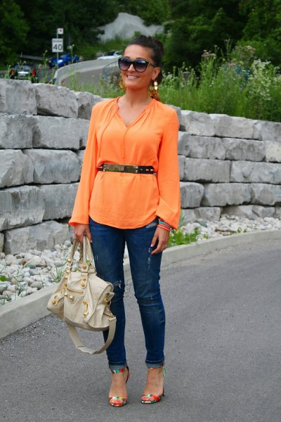 belted long wide sleeve blouse with dark blue slim fit jeans