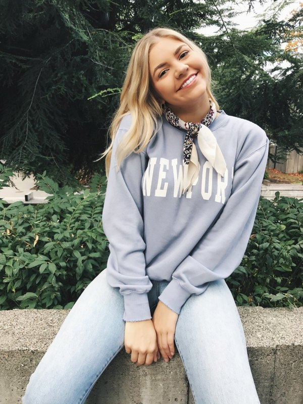 best graphic sweatshirt outfit ideas for ladies
